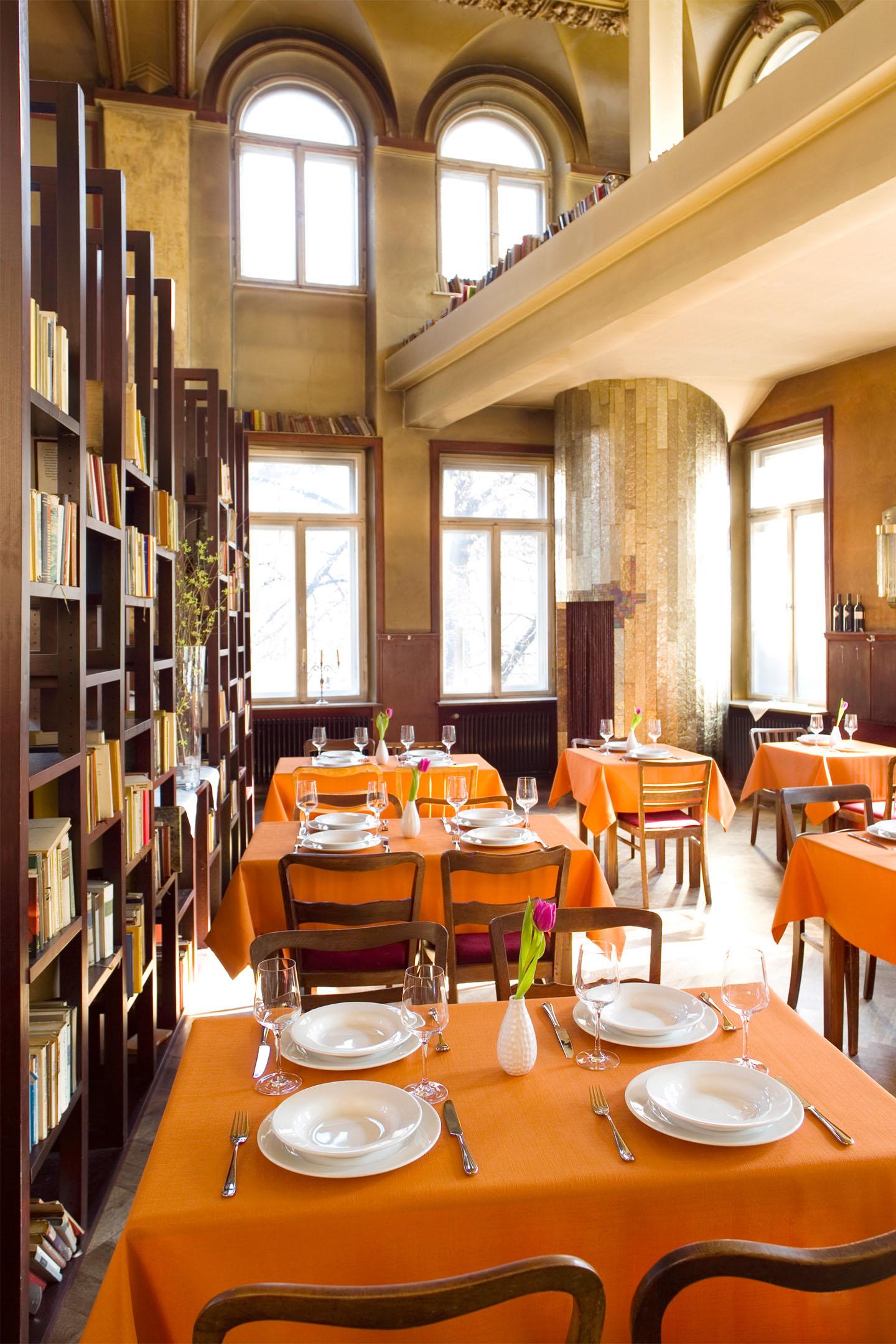 MD Studios Interiorfotografie Gastronomie Mit Galerie Und Bibliothek